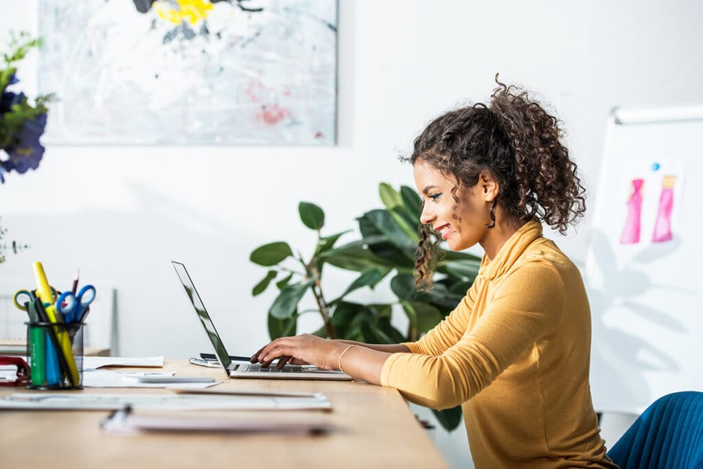 How Do I Land Freelance Writing Projects Through LinkedIn?