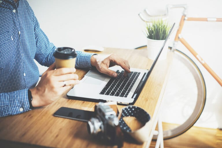 Should Freelancers Charge Per Project or Per Hour?