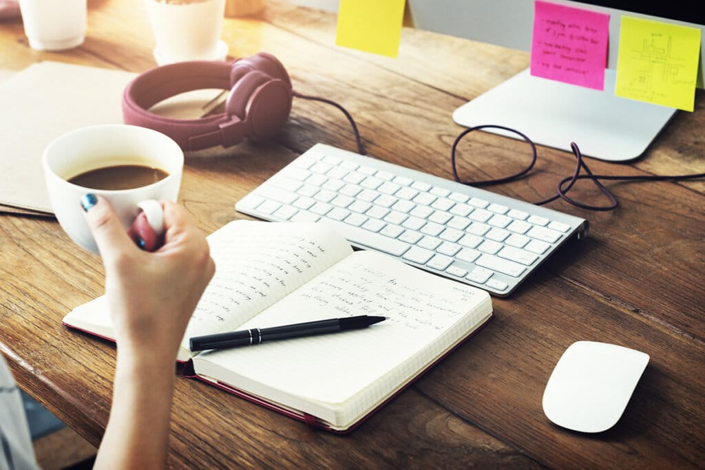 What Are the Pros and Cons of Being a Freelance Writer?