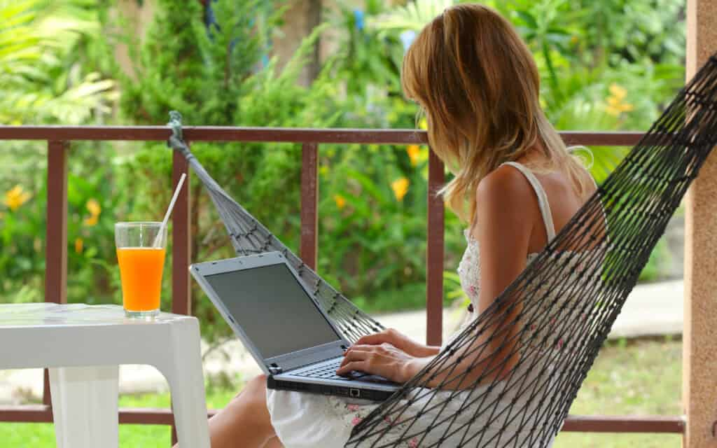 How Can I Live the Nomadic Lifestyle Doing Digital Nomad Jobs as a Freelancer?